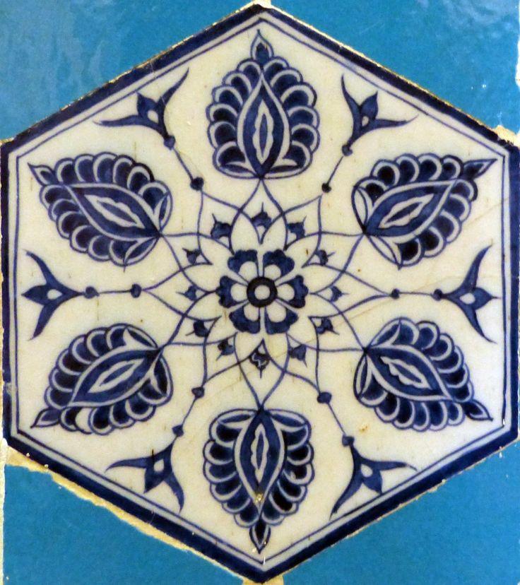 Leaf Design – Yildiz  Mosquée située à Edirne datant de 1435. Elle est décorée de céramiques par des artistes d'origines diverses, mais d'un exceptionnel talent