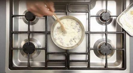 ILES FLOTTANTES (eiwitschuim in warme vanillesaus) - Recept - Allerhande - Albert Heijn