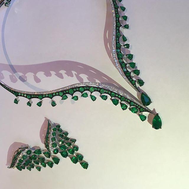 @gemfields Loving these beautiful emeralds from @vanleles_diamonds #emerald #jewellery
