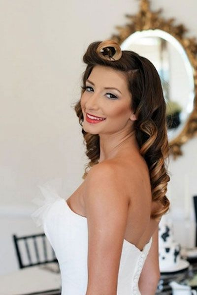 Retro-Glam: The two-toned color really makes this bride's curls pop!