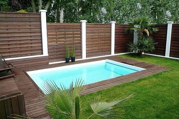 piscine enterrée en béton PARIS PISCINES CARRE BLEU