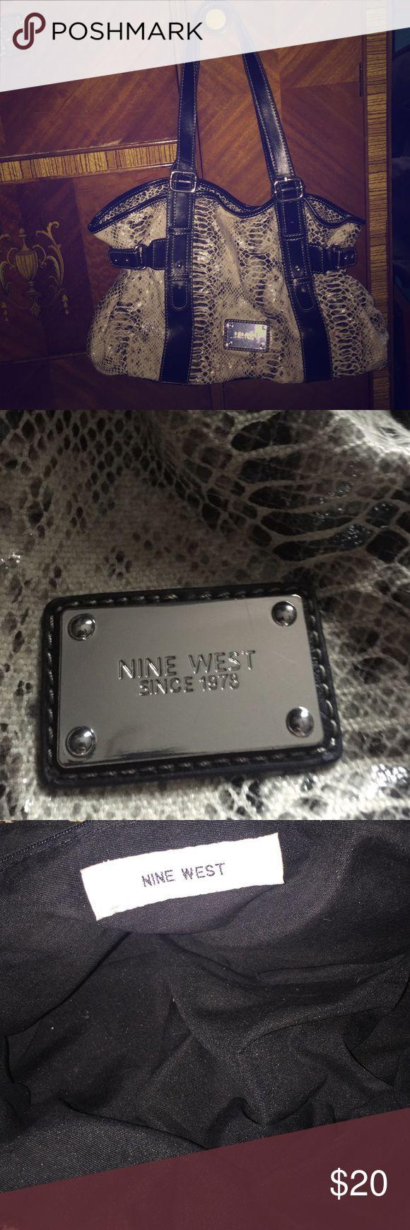 Nine West Purse Cute Nine West purse. Comment if questions 😊 Nine West Bags Shoulder Bags