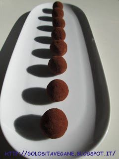 cacao, cannella, cardamomo, castagne, cioccolato, Dolci, malto, mandorle, polpette, pops, praline, ricette vegan, Salutiamoci, tofu,