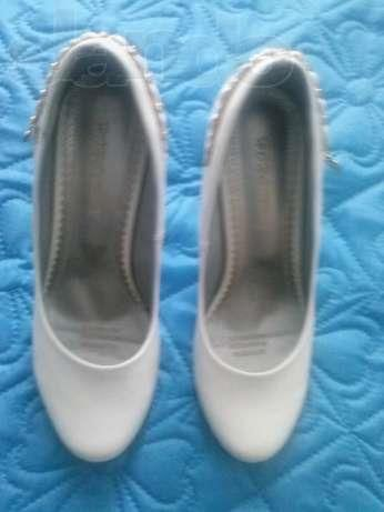 Продам свадебные туфли желтые воды