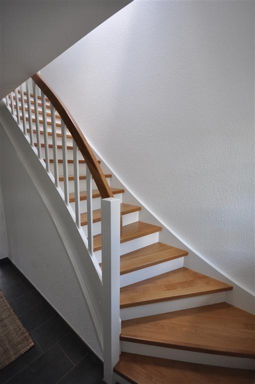 Wangentreppe - weiß und Eiche, geschlossene Stufen