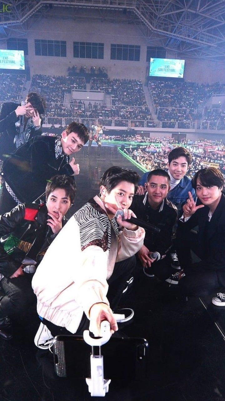 EXO's Nature Republic Event. This Was Just After Their GLOBAL VLIVE TOP 10