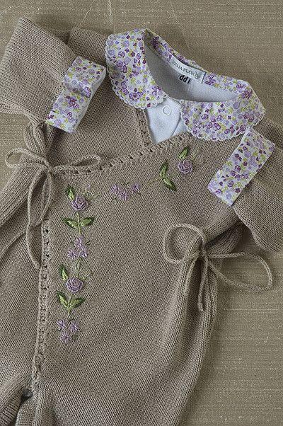 Cashquere bege, com bordados flores lilás, com body gola t… | Flickr
