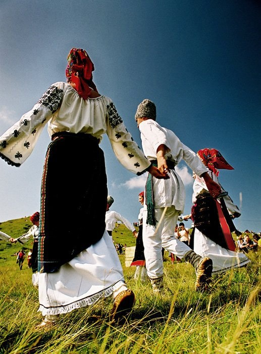 Romanian folk dances    Photo:Sorin Onisor