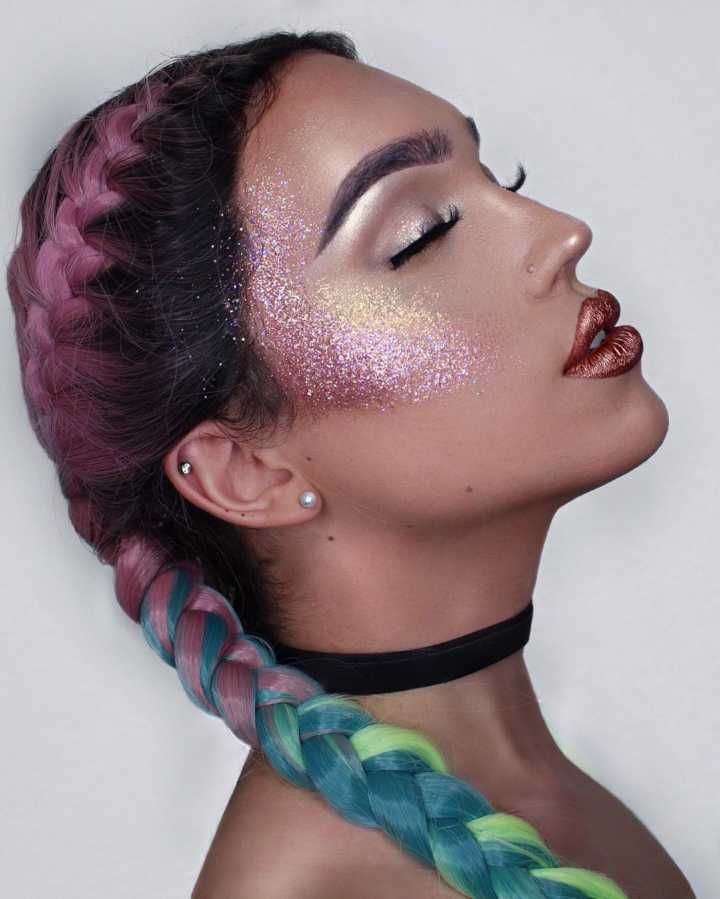 Iluminar a pele com glitter é uma das tendências de fim de ano #timbeta #sdv #betaajudabeta