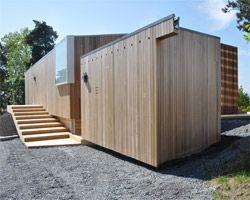 reiulf ramstad arkitekter elevates split view mountain lodge/ geilo, norway