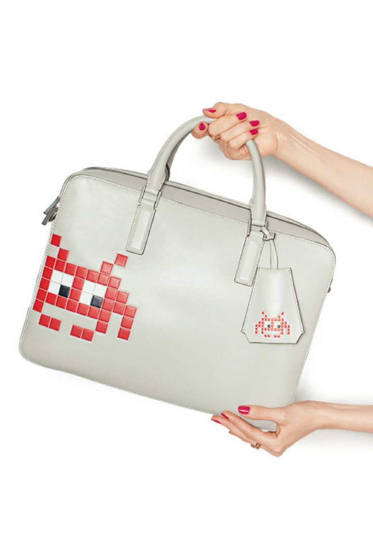 """In Her Shoes 彼女が持ったあの名品──やっとぼくにも手に入る  BRIEFCASE ANYA HINDMARCH""	  http://gqjapan.jp/fashion/wardrobe/20161014/in-her-shoes"