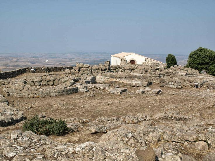 Travelogue Sardinia - Italy: Il Santuario Nuragico di Santa Vittoria (Serri) Nuragic Age, Sardegna