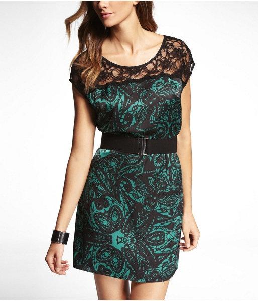 Lace yoke colorblock t-shirt dress