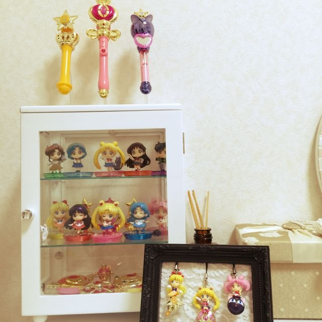 Fujicoさんの、ガチャガチャ,漫画,セーラームーンガチャ,セーラームーン,ゆめかわいい,オタク部屋,飾り方が分かりません。,食玩,オタク部♡,干物女,フィギュア,ショーケース,自己満足,宝物いっぱい♡,コレクション,キラキラ☆,魔法少女,My Shelf,のお部屋写真