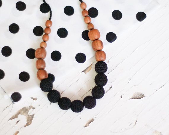 Nursing Necklace / Teething necklace for mom to by KangarooCare