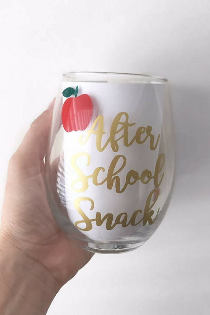 This would be an awesome teacher's gift! After School Snack Wine Glass; Teacher Wine Glass; Teacher Gift; Teacher Appreciation; Teacher; Back to school; Apple Glass; End of the year (sponsored)