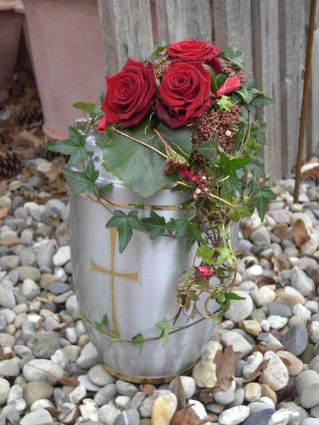 urnenschmuck | Blumen Bach - Urnenschmuck                                                                                                                                                                                 Mehr