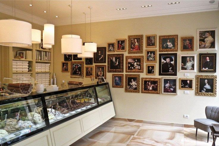 Since 2001 Il Massimo del Gelato  is one of the most #fashionable #icecream #shops in #Milan. House specialties: ten different types of #chocolate #flavours, the result of the various #cacao #percentages used. #Orion is proud to have supplied the #365 #showcase!   #vetrina #vetrine #banco #refrigerato #display #cabinet #gelato #interiordesign #arredamento #stile #style #vintage #design 