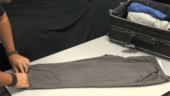 Gagnez de la place dans les bagages en roulant les vêtements