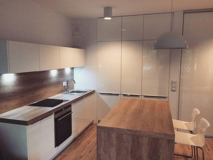 Kolejna z naszych nowoczesnych realizacji - uwielbiamy białe kuchnie!   #bogaccypl #kuchnia #kuchnie #inspiracje #inspiracja #wnętrza #mojemieszkanie #mojdom #aranżacjawnętrz #meblekuchenne #mojakuchnia #meble #pomysł #pieknakuchnia #kitchen #kitcheninspo #interiordesign #nowakuchnia #remont
