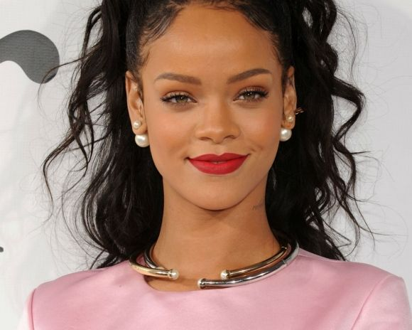 Rihanna Biography like Sign Height, Family, Biodata, Height, Weight, Affairs, Personal life, Photos, Awards, Image, DOB, Album, Kids, Songs