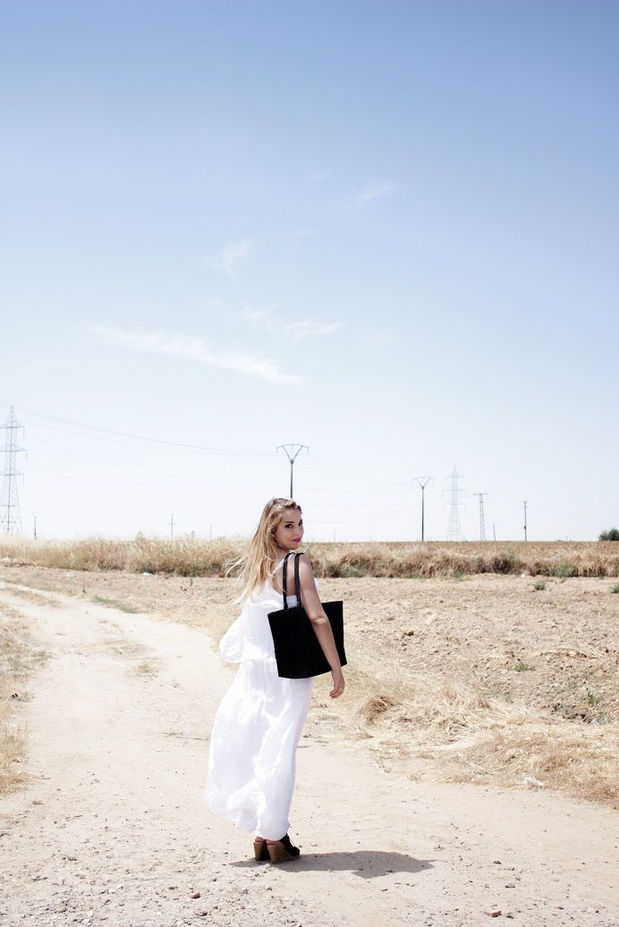 On the road! Los vestidos vaporosos vuelven a ser los protagonistas de los largos días de verano. Photo: @noeliabocanegra  #fashion #style #outfit #summer #dress #vestidos #shop #florenciashop #modaflorencia #shopping #trendy #tendencia #moda #chic #outfitoftheday #lookoftheday #inspiration #fashioninspiration