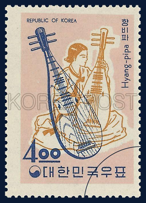 POSTAGE STAMP OF MUSICAL INSTRUMENTS, Korean mandolin, traditional culture, pink yellow blue, 1963 12 17, 악기시리즈, 1963년 12월 17일, 387, 향비파, postage 우표