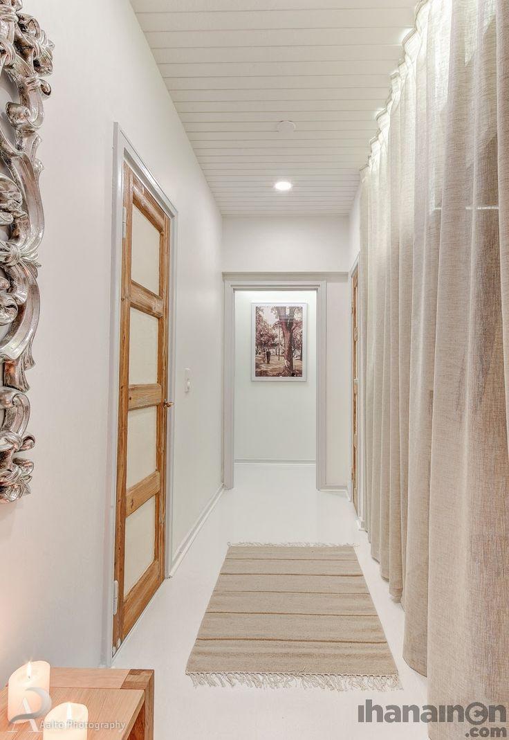 Ihanainen.com sisustussuunnittelu. Helmiina-kodin eteiskäytävä. #sisustus #sisustussuunnittelu #hallway #tampere