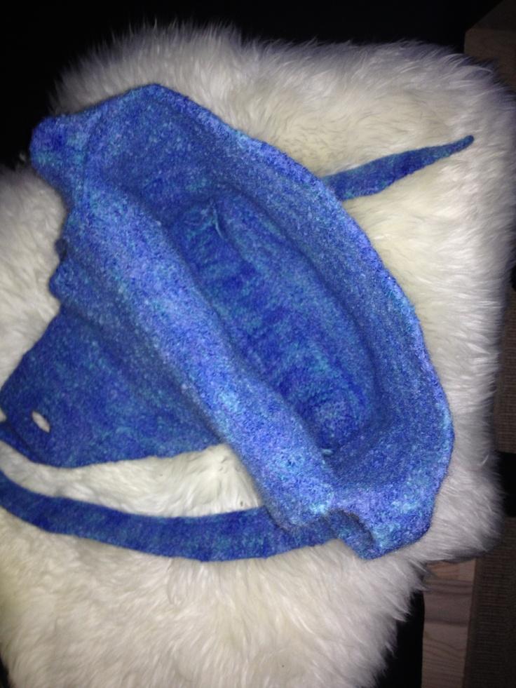 Bund og hank er strikket i ti maskers bredde.