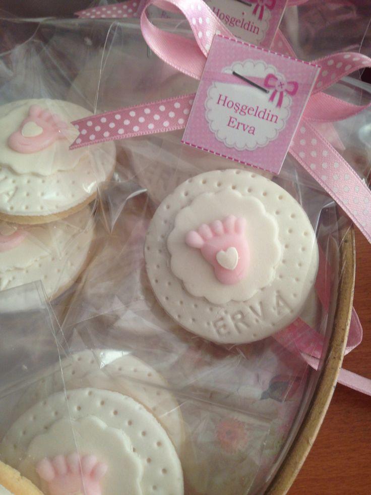 #babyshowercookies #cookies #pinkandwhite Bu tatlı kurabiye Ervamız için. Pink and white foundant cookies for babyshower.