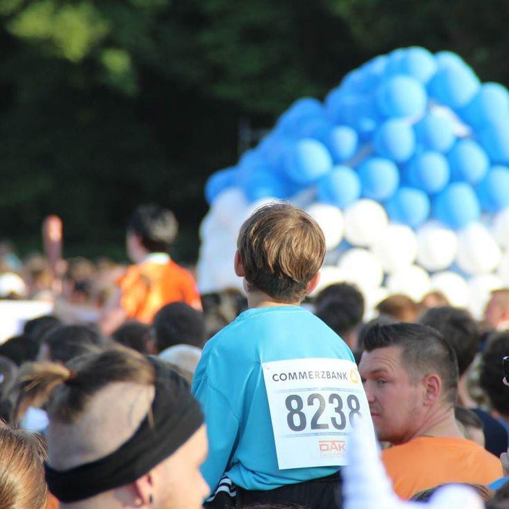 Warten auf den Startschuss #firmenlauf #sportfest #leipzig #fit #menschen