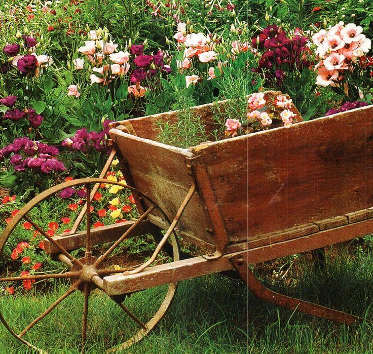 1000 images about wheelbarrows on pinterest gardens for Carretillas de madera para jardin
