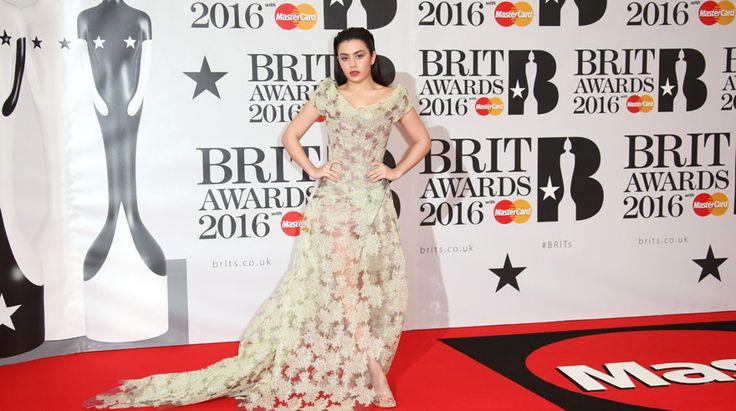James Bay, dos de los One Direction y la banda Foals son algunos de los que asistieron a la gala de los Brit Awards. Foto 22 de 27