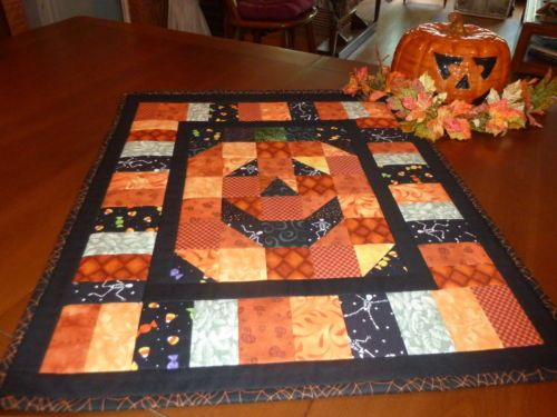 Jack-o-lantern Halloween Wall Hanging/Table Topper