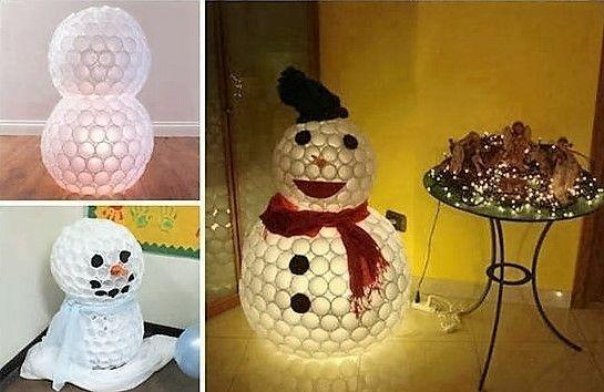 Faire un bonhomme de neige avec des gobelets en plastique                                                                                                                                                                                 Plus