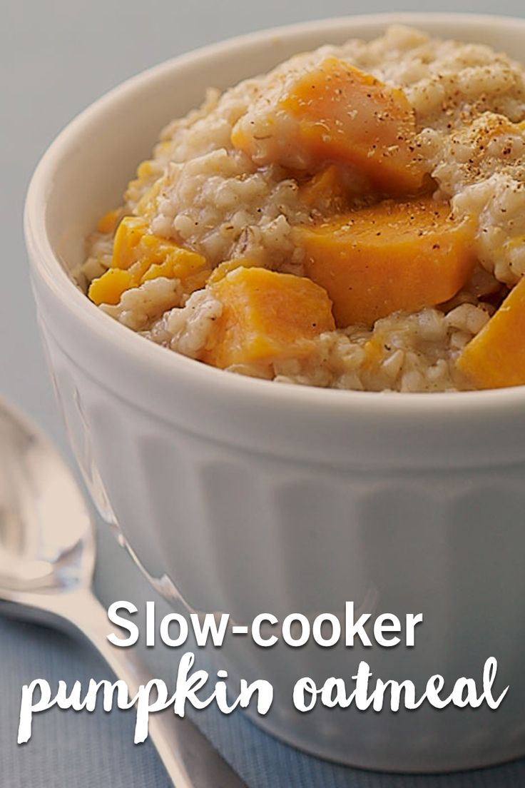 Now this is a breakfast worth waking up to! This slow-cooker pumpkin oatmeal is the perfect easy breakfast to make the night before.