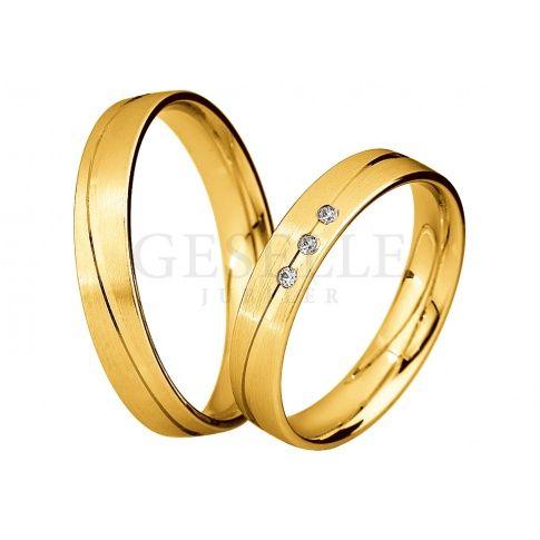 W romantycznym stylu - wąskie obrączki z żółtego złota z delikatną linią i rzędem lśniących brylantów - Obrączki ślubne - GESELLE Jubiler