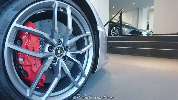 In the end it all comes on to detail #lamborghini #detail #design #thelads #Theladscapetown #rim #wheel #exotic #car #Italy #Italian #beautiful #motivation #huracan #spyder #thisissouthafrica #africaisnotajungle #ourcity #city #architecture #capetown #southafrica