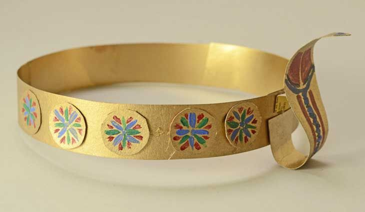 Time travel week: Make an Egyptian Circlet ( or crown, diadem, whatever you call it!) with this easy craft activity for kids