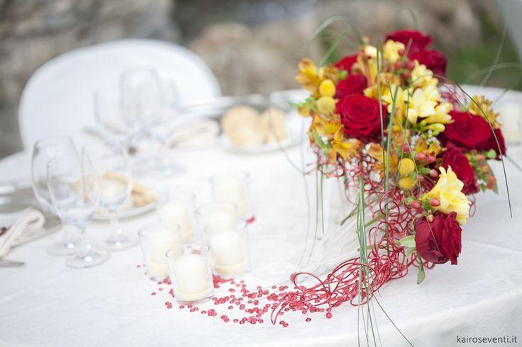 Allestimento floreale  sul tavolo degli sposi | Wedding designer & planner Monia Re - www.moniare.com | Organizzazione e pianificazione Kairòs Eventi -www.kairoseventi.it | foto Oscar Bernelli