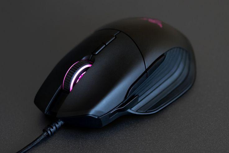 La marque Razer annonce ce vendredi la possibilité ce mois-ci de la souris gaming Razer Basilisk. Entièrement personnalisable, elle est dotée d'un capteur optique 5G avec 16 000 DPI déjà équipé sur d'anciens modèles de la marque, de switchs mécaniques Razer capables d'encaisser plus de 50 millions de clics, la meilleure durée de vie du marché ou encore d'une mollette Gaming tactile avec une sensibilité réglable. Et comme la plupart des produits de la marque, la Basilisk disposera de…