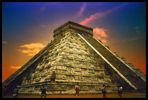 El 7 de julio de 2007, el Templo de Kukulcán, ubicado en Chichén Itzá, fue reconocido como una de las Las nuevas siete maravillas del mundo moderno, por una iniciativa privada sin el apoyo de la Unesco, pero con el reconocimiento de millones de votantes alrededor del mundo