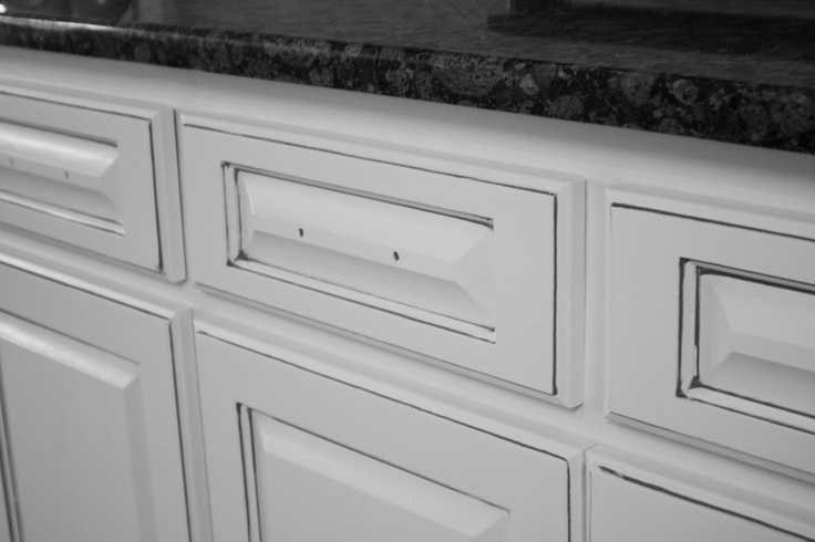 Incroyable Thinking About Going With A Charcoal Gray Glaze On My White Cabinets  Instead Of The Brown Everyone Else Is Putting On. | For The Home |  Pinterest | White ...