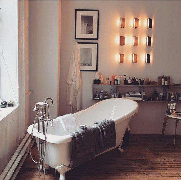 Очевидно, большинство концепций современной ванной комнаты действительно требует большого пространства, и мы подозреваем, что любая из них нашла бы комнату в типичной квартире. Но если Вы человек незастенчивый, и способный побаловать себя некоторыми блаженствами, то можете присмотреть что-то для себя. #ваннаякомната #ванная_комната #дизайн #дизайнванной #bathrooms  Эту красоту Вы сможете заказать у нас : http://santehnika-tut.ru/vanny/