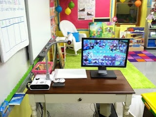 I like how the desk/table is perpendicular to the smartboard.. wonder how i could pull this off with cords for projector??Classroom Layout, Classroom Design, Classroom Decor, Mission Organic, Teachers Area, Teachers Desks, Classroom Ideas, Classroom Organic, 21 Ideas