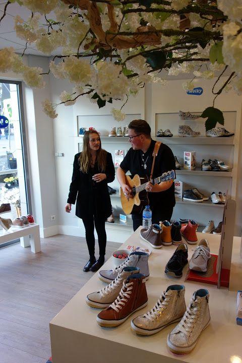 Unplug en shop New Poor bij Wolky schoenen.