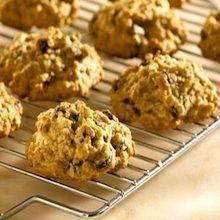 Recipe: Otis Spunkmeyer-Style Oatmeal Raisin Cookies - Recipelink.com