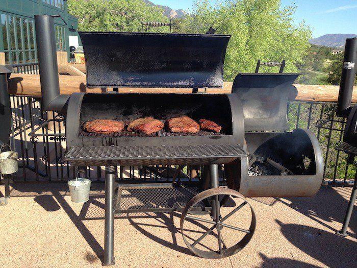 fabriquer un barbecue dans un baril metal