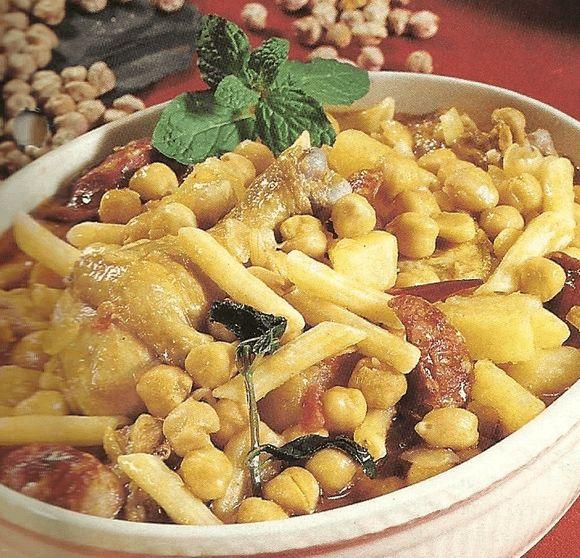 El rancho portugués es una mezcla de cocido pero añadiendo también macarrones. Se parece al rancho canario. Está delicioso.