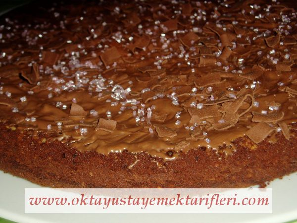 Bademli-Çikolatalı Kek - Oktay Usta Kek Tarifleri. Çikolatalı Kek nasıl yapılır? Oktay Usta resimli Bademli - Çikolatalı Kek Tarifi yapılışı için tıklayın.